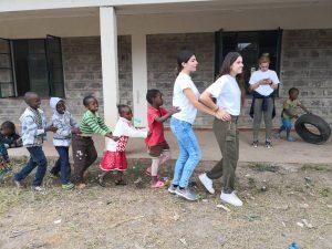 Η πιο όμορφη στιγμή της ημέρας για την Κρίστυ και την Γεωργία, παιχνίδι με τα παιδιά.